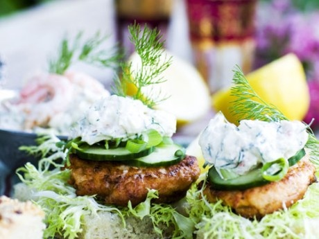 Salmon burgers with skagen; mayonnaise, shrimps and dill
