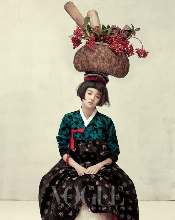 FÊTE DE LA MOISSON  veste en maille bleu noir matelassé  contemporain porté avec la jupe hanbok : gimhyesun .