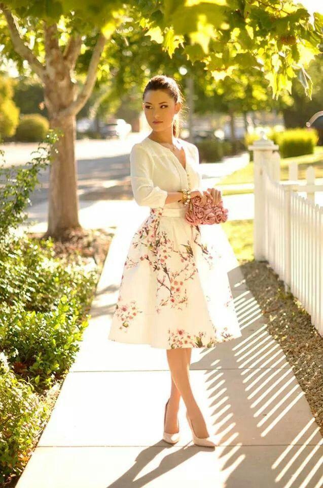 Beautiful midi skirt with pretty flower detailing