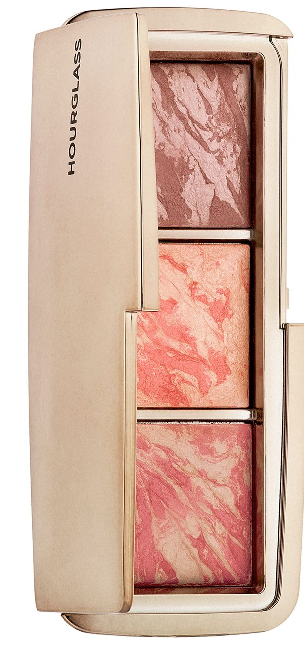 Those who didn't really want to dish out for Hourglass Ambient Lighting Blush will be delighted with the Hourglass Ambient Lighting Blush Palette!