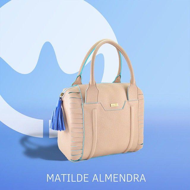 Un color suave con toques en azul, hacen de Matilde tu acompañante infalible
