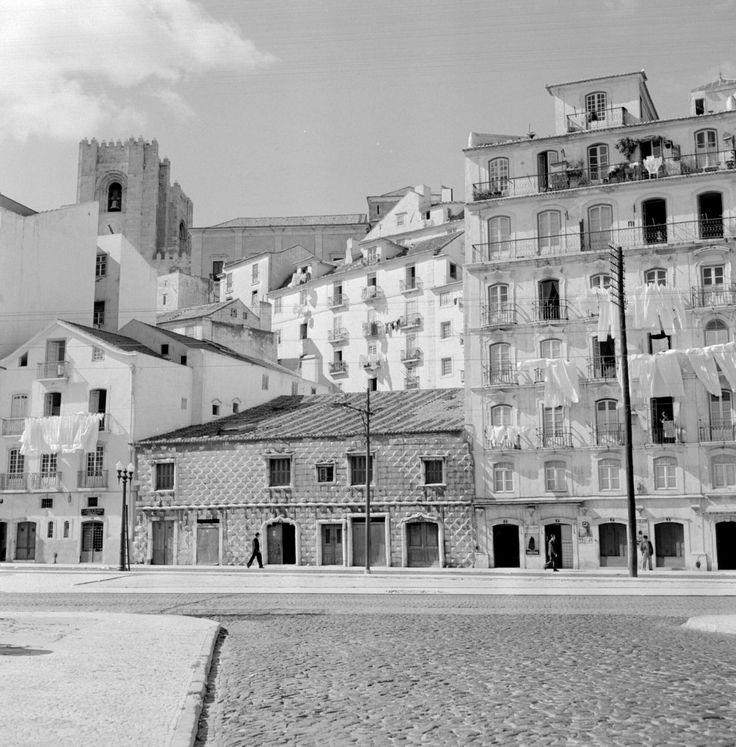 Lisboa revisitada. Campo das Cebolas e Casa dos Bicos, década de 60.