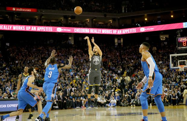 Golden State Warriors' Stephen Curry (30) lays up a shot against the Oklahoma City Thunder in the first half of an NBA game at Oracle Arena in Oakland, Calif., on Tuesday, Feb. 6, 2018. (Ray Chavez/Bay Area News Group)