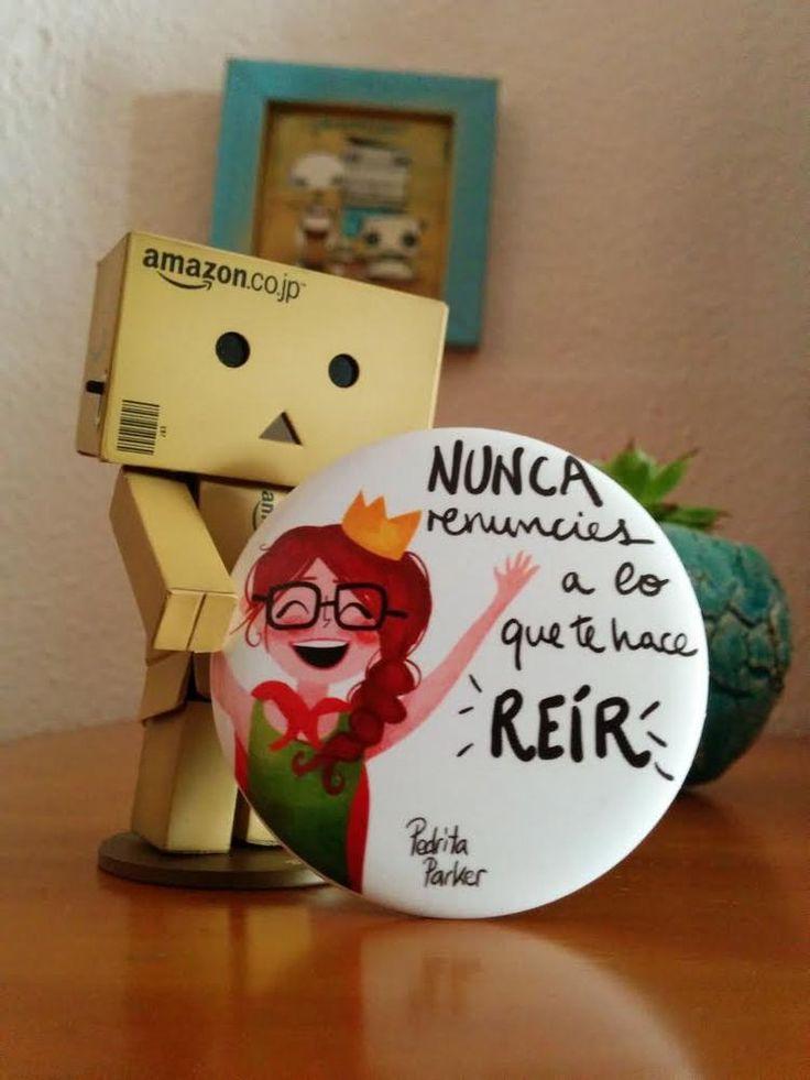 """""""Nunca renuncies a lo que te haga reír"""" otro consejo supersabio de la Reina Pecas que podrás llevar siempre en el bolso para darte un retoquito. #espejo #reinapecas #mujer #regalo #pedritaparker"""