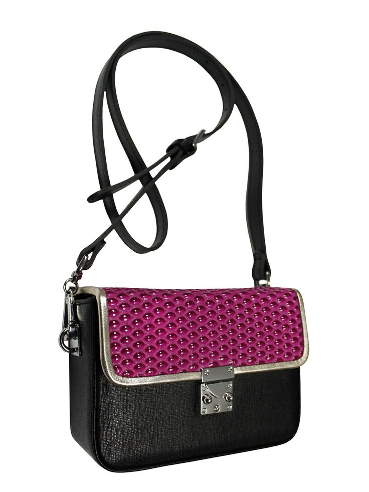 Elegant box-coffer on his shoulder. The bag is in the colors black and pink with gold piping. From the inside it is decorated with quilted satin, purple lining. Belt is adjustable with the possibility of releasing. Castle bag has a unique key, which acts as a decorative and practical function of uni software. Each original handbag GOSHICO id is in the middle of the tab with our logo PRICE:192.81 € http://goshico.com/en/torebka-boxy-1382.html