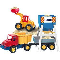 """Das könnte eine #Sandkastenliebe werden: Das Sandfahrzeugset von der Marke """"Lena"""" besteht aus 6 Teilen und kommt mit einer praktischen Tragetasche zum Verstauen."""