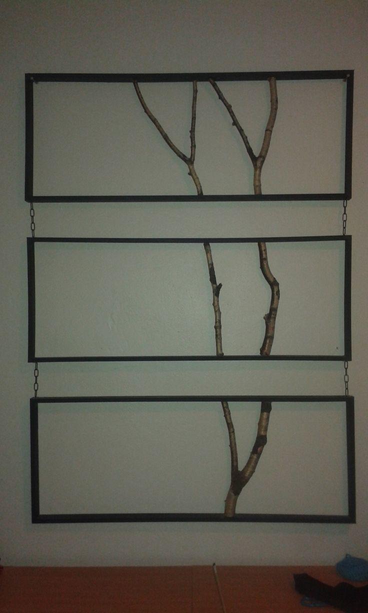 puun oksista valmistettu kolmiosainen taulu