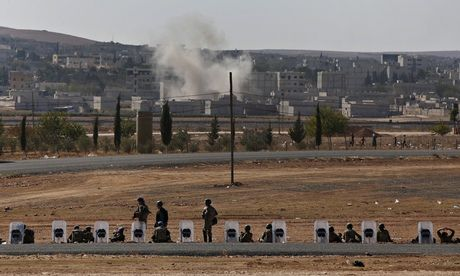 Turkish soldiers near Kobani.  Air strikes against Isis are not working, say Syrian Kurds Isis fighters have pushed to the edge of Kobani and evade western strikes, says spokesman for Kurdish fighters