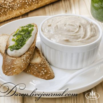 Соус-дип из белой фасоли с гренками и зеленым маслом
