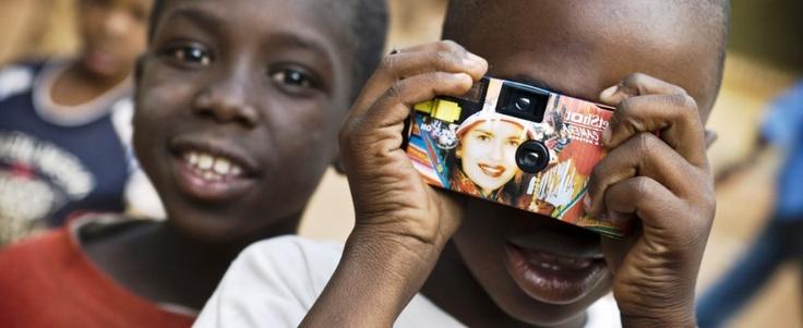 #OXFAM CAMPAGNE – Voor Oxfam zijn we momenteel weer druk met een nieuwe campagne bezig. Ik vind het erg fijn nu betrokken te zijn in de beginfase. Ik heb meer de mogelijkheid grote lijnen te bedenken, om dit vervolgens zelf uit te voeren. Inhoudelijk kan ik het niet over de ideeën hebben, maar ik weet wel dat dit een bijzonder project gaat worden waar ik graag bij betrokken blijf.