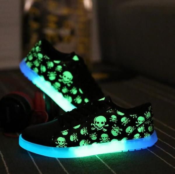 Korean couple emitting luminous casual shoes men women fashion high quality glow in the dark led skull Fluorescent shoes