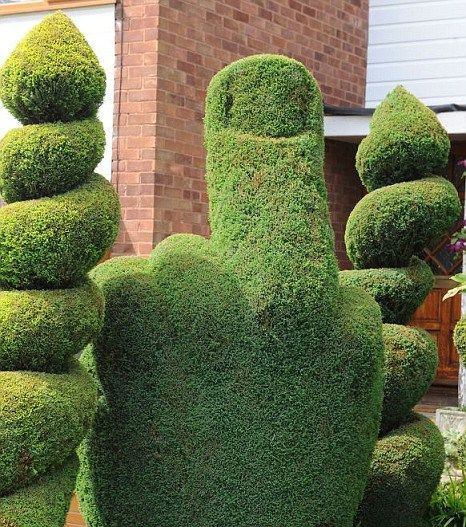 Signs that you hate your neighbors... 15+ pics! Yep, there's no love here! lol