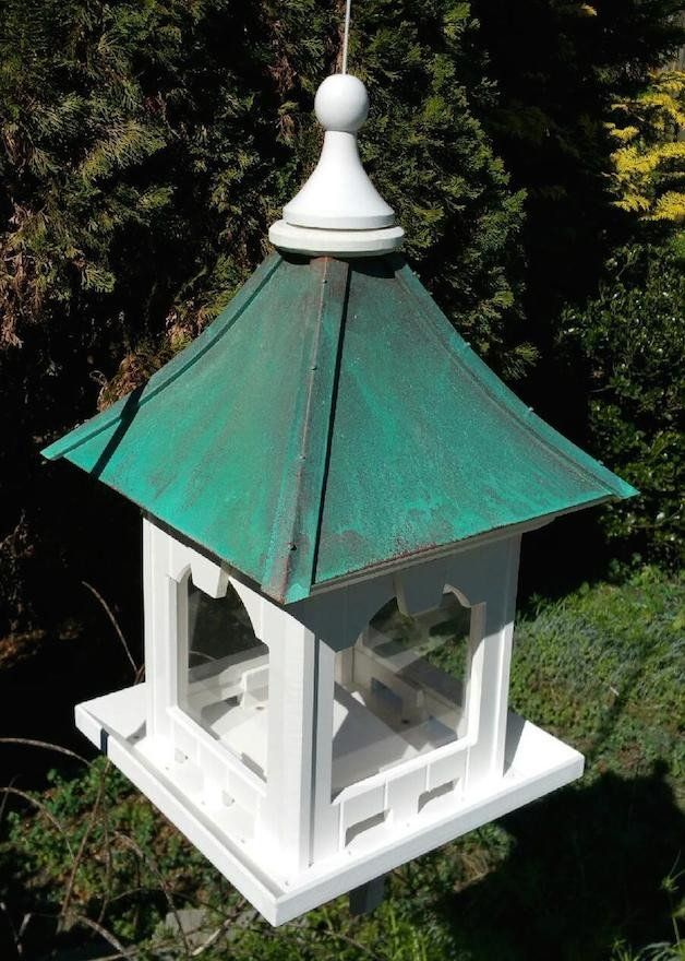 Hanging Copper Roof Bird Feeder in vinyl/PVC features a great big hopper that holds 8-10 lbs. of seed, even chunkier nut mixes! Durable vinyl ensures this classic feeder will never crack, split or war
