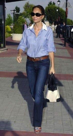 Isabel Preysler con camisa y jean