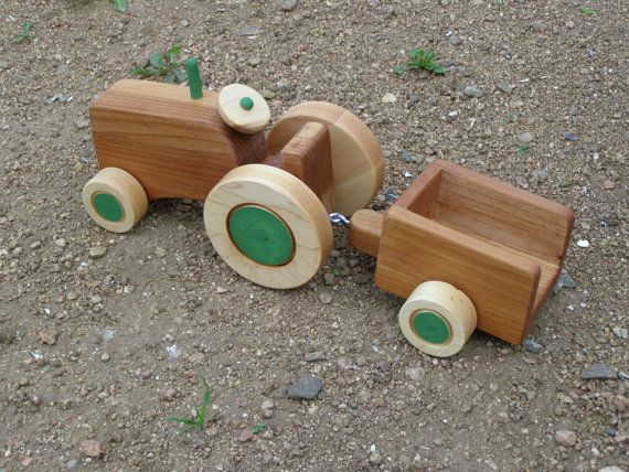 """Tractor e reboque Conjunto de madeira Toy-Maurie Feita a partir de madeira e terminou com tinta não tóxica e óleo de coco orgânico. Ages 3+ SizeZ: 14 """"por muito tempo 4"""" largamente 5 """"alta $40"""