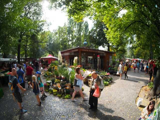 Wochenmarkt auf dem Boxhagener Platz in Berlin Friedrichshain. Immer Samstags von 9:00 - 15:30 Uhr // Farmers Market at Boxhagener Platz in Berlin Friedrichshain. On Saturdays.