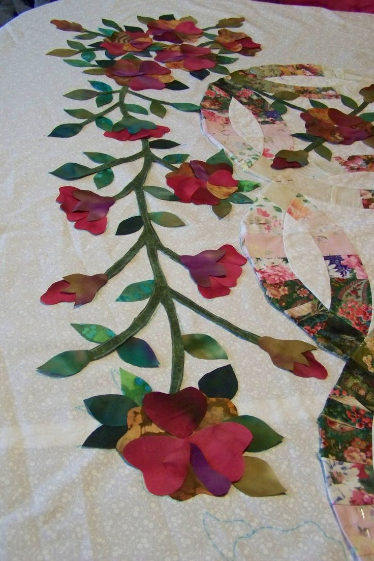 Applique designs for tablecloth - Double Wedding Ring Quilt With Applique Google Search