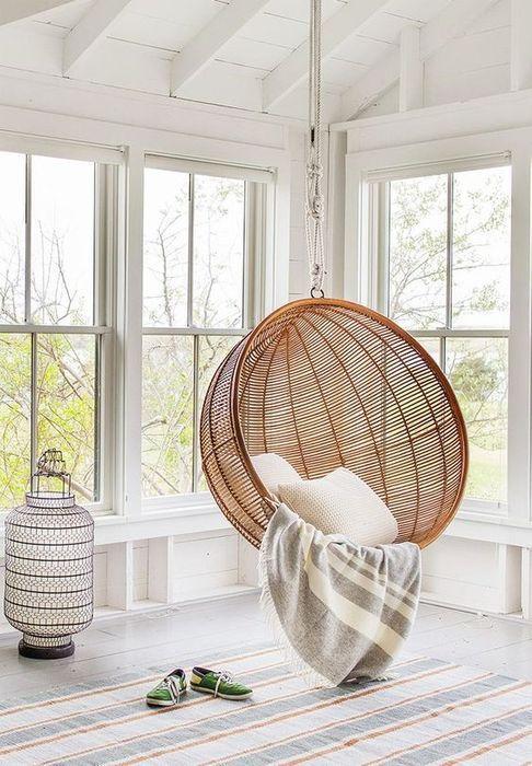 Подвесное плетёное кресло