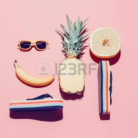 zomer+vakantie%3A+Zomer+strand+stellen.+Mode-accessoires+en+fruit.+Vanilla+stijl.
