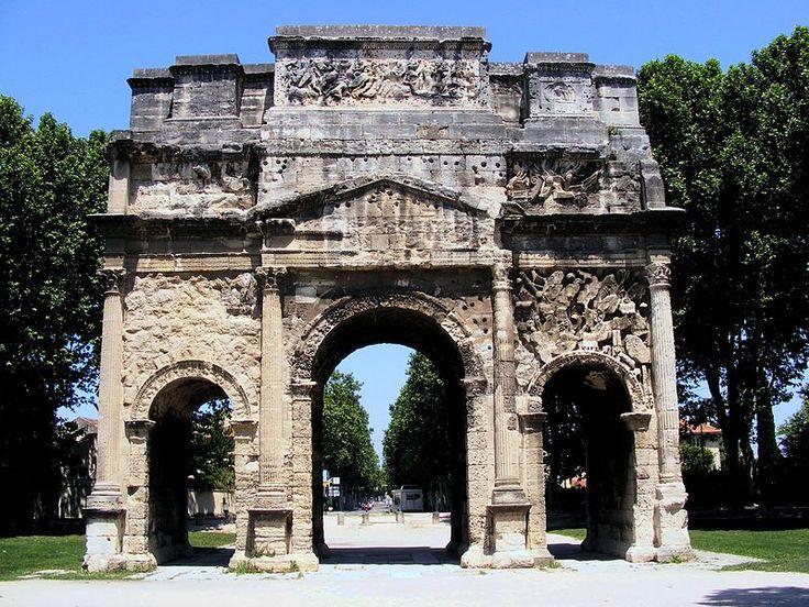 L'arc antique ou arc de triomphe d'Orange (Vaucluse) date du