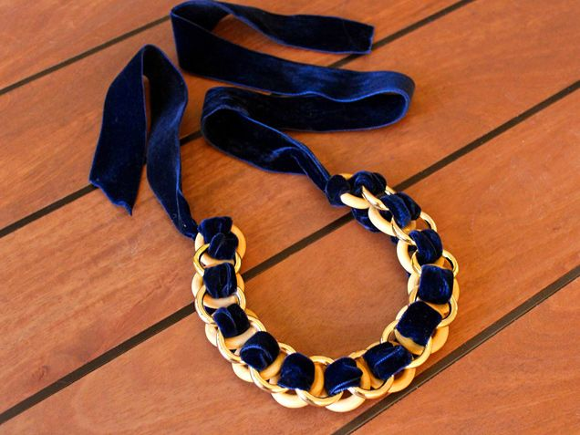 Gorgeous DIY statement necklace made with ribbon and rings from the craft store. Great gift! #30daysofholiDIY