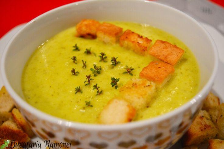 Dacă aveți în grădină voastră dovlecei vă recomand ca din prima recoltă să pregătiți o delicioasă supă cremă. Nu veți regreta deoarece gustul supei va fi unul foarte bun.  Aceasta este rețeta pe care trebuie să o urmați: http://bucatariaramonei.com/recipe-items/supa-crema-de-dovlecei/ #supacrema #supa #soup #zucchini #dovlecei #cartofi #recipe