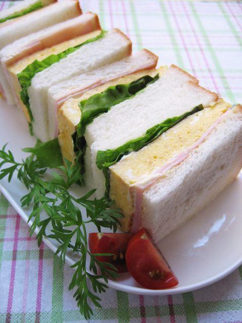 ((●´Д`●))ノ◇ ヒット作!ふわふわ厚焼き卵をはさんだサンドイッチ最高ぉ!出来たてを楽しみ下さい。