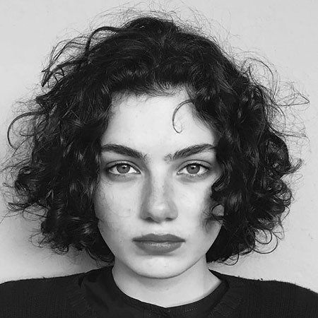 Chic Short Curly Hairstyles for Women