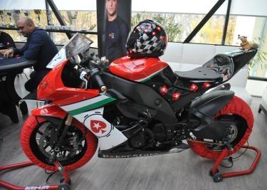 Spunem bun venit celor doi sportivi de motociclism viteza, Alex Radu si George Negrea. In 2013, vor alerga in RoSBK sub culorile PokerStars.