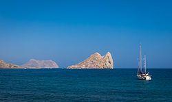 La isla del Fraile es una isla escarpada y pedregosa de 6,3 hectáreas de superficie situada al este de Águilas (Murcia), España. Presenta una vegetación inframediterránea, y uno de los fondos marinos más ricos del Sudeste peninsular, especialmente debido a sus poblaciones de Posidonia oceanicas.