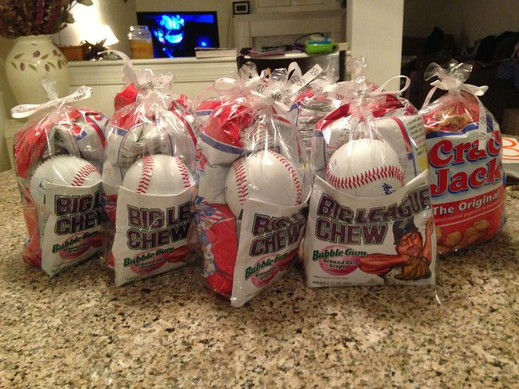 Baseball treat bags for Matthew's end-of-season party!