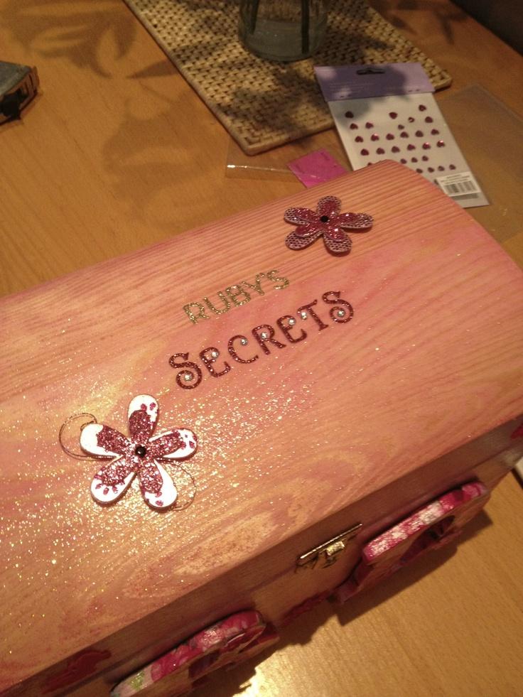 Little girls keep sake box