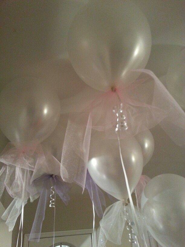 Balloons with tulle bows