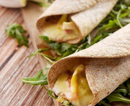Le wrap tartiflette : une recette de sandwich wrap avec tous les ingrédients d'une délicieuse tartiflette au reblochon - Marmiton #tartiflette #marmiton #recette #reblochon #lardons #oignon #wrap #surlepouce