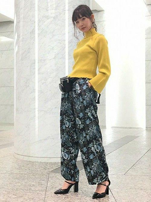 オリジナル柄のパンツは、ウエストがゴム仕様で履き心地抜群。シックなカラー配色なので、取り入れやすさ◎