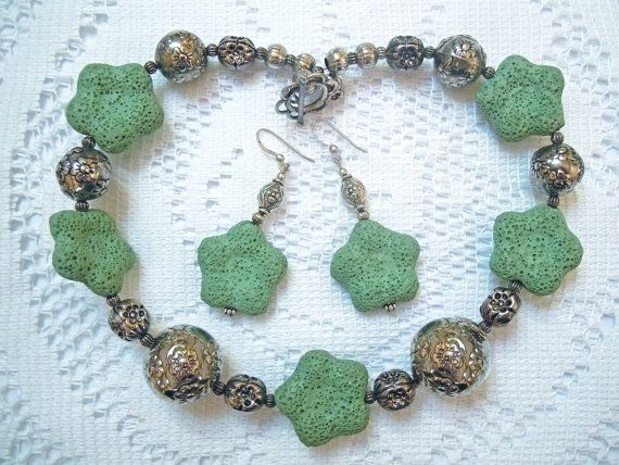 Collana verde menta a fiori