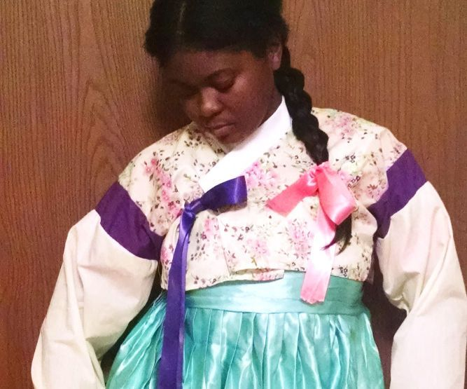 I am very much into Korean culture and have always wanted my own Hanbok (Korean Traditional Dress). So I decided to make one for myself.To find info on how to make I had to look through Asian search engines to find anything at all. So to help those who are also interested and want to make there own I am spreading the Korean love with this a simple tutorial of how I made the top (Jeogori).