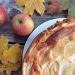 💙 Hallo Ihr Lieben, bei uns gibt es heute einen leckeren Herbstkuchen: Käsekuchen mit Apfel! 💙 Der Kuchen ist ohne Boden und kinderleicht zum Zubereiten und es ist kein Mehl enthalten, somit also glutenfrei und auch ideal für Gastgeberinnen, die einen glutenfreien Kuchen anbieten möchten und nicht extra glutenfreies Mehl kaufen möchten. 💙 Das Rezept findet Ihr auf meinem Blog, gleich auf der Startseite! 💙 Wir hatten einen herrlichen Herbstspaziergang und ich werde nun meine mitgebrachten…