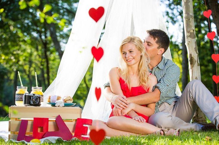 #engagement #photoshoot #decor #hearts