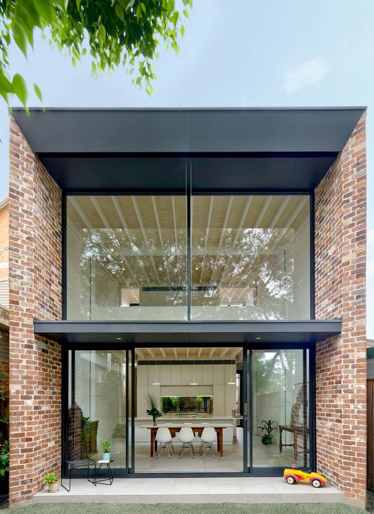 The Brick Aperture House by Kreis Grennan Architecture is a single storey house in Petersham that sits on a small lot in an intact row of period houses. The Federation-style period features are well preserved and provides historic value of Sydney's Inner West past.