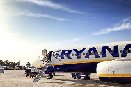 """nice Ryanair novità: per sedersi accanto agli amici ora si pagherà Ultima novità Ryanair che non farà molto felici i viaggiatori: addio all'assegnazione automatica dei posti a sedere e la relativa """"sovrattassa"""" da pagare."""