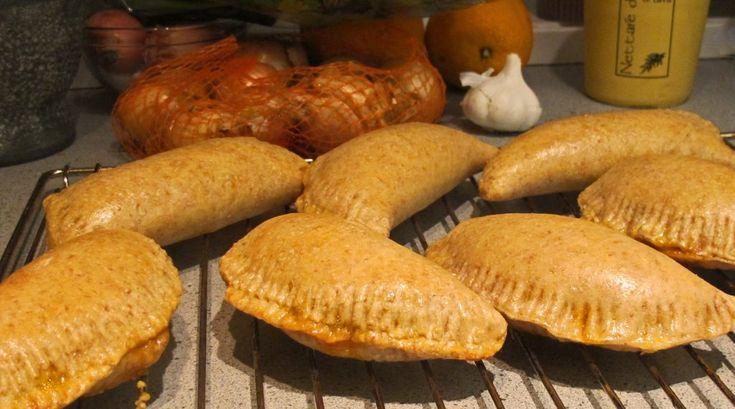 Piroger er russiske bakverk som ligner veldig på spanske Empanadas og engelske Cornish pasty. Forskjellen er at piroger er gjærdeigbasert og er således lettere. Her med en nydelig fyll.