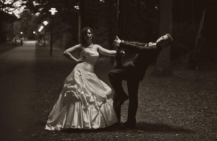 by JenzFlare People- und Hochzeitsfotograf Saarbrücken, Germany #wedding #bride #veil #dress #tuxedo #lamp #walk #promenade