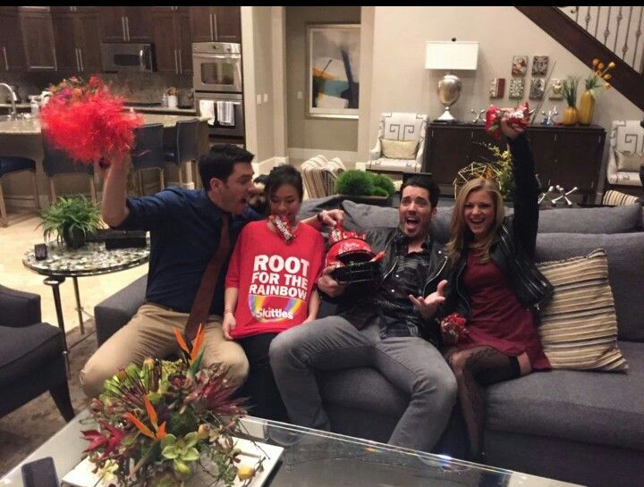Drew linda with jonathan nikki drew for How tall are the property brothers