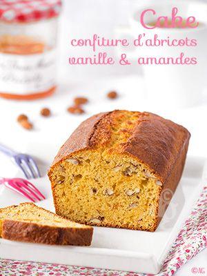 Un cake à la confiture d'abricots, vanille & amandes, très savoureux, doux et moelleux. Sans oublier la petite touche croquante bien agréable apportée par les amandes concassées.