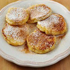 Esta receta de tortitas de manzana se prepara en un momento con ingredientes muy sencillos. Resultan una tortitas frescas y diferentes, con un toque frutal.