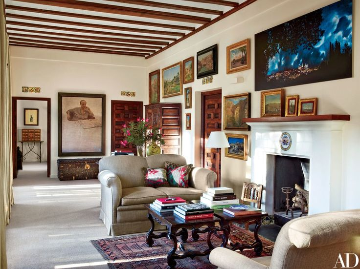 A 2005 Hernán Cortés Moreno portrait of the marquess overlooks the master suite's living area; the other paintings include 19th-century landscapes of Toledo.