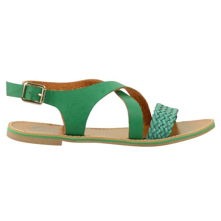 Groene gevlochten dames sandalen. Gemaakt van leer en gevoerd met suede. De binnenzool is van leer en de loopzool van rubber met een groen biesje. Zilveren gespsluiting op de enkel.