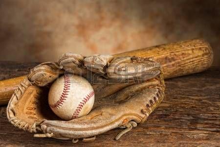 baseball: Vieux batte de baseball avec ballon et patiné gant Banque d'images