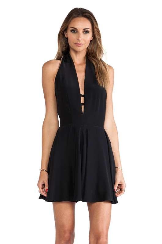 Vestidos cortos color negro para fiesta de noche con vuelo http://vestidoparafiesta.com/vestidos-cortos-color-negro-para-fiesta-de-noche-con-vuelo/